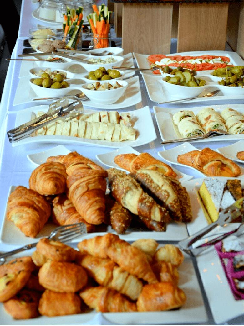 desayuno-jun-buffet-780x1040-min